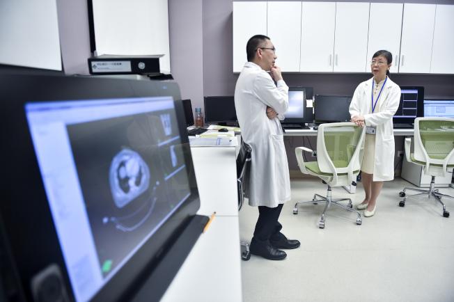 衛生署指,醫生職系的空缺數目於2019/20年度將增至約120個。圖為香港大學深圳醫院。(新華社資料照片)