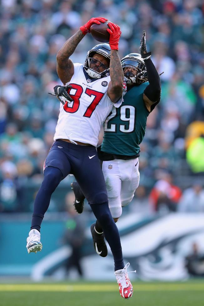湯瑪斯(左)上季中被交易到德州佬隊。(Getty Images)