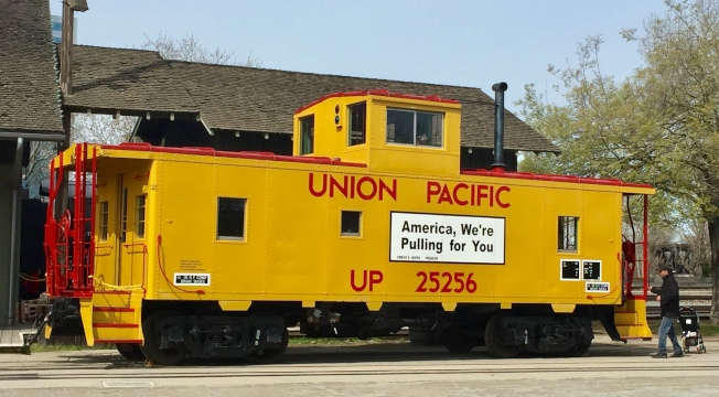 遺留在沙加緬度老城的聯合鐵路公司段列車。(車身文字「美國,我們為你開動」)