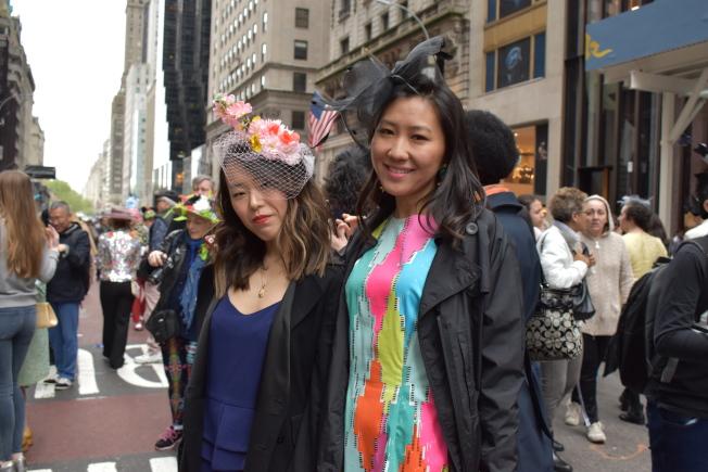 孟Olivia(左)和王Veronica一起參加遊行、慶祝生日。(記者顏嘉瑩/攝影)