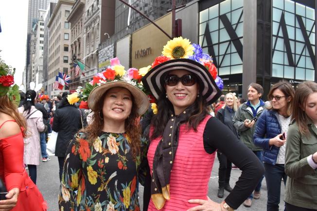 張Joanna(左)和余Lucy到場感受不同文化。(記者顏嘉瑩/攝影)