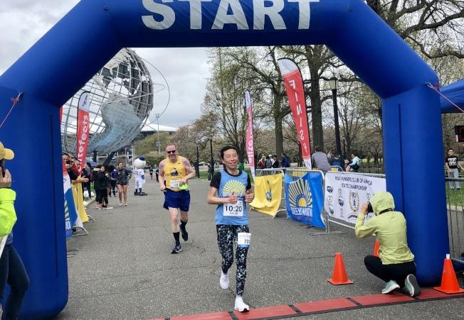 擔任助跑者的Nora Lew跑了約三小時。(記者朱蕾/攝影)