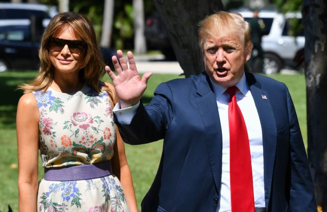 川普總統與第一夫人梅蘭妮亞21日在南佛州出席教會的復活節活動。(美聯社)