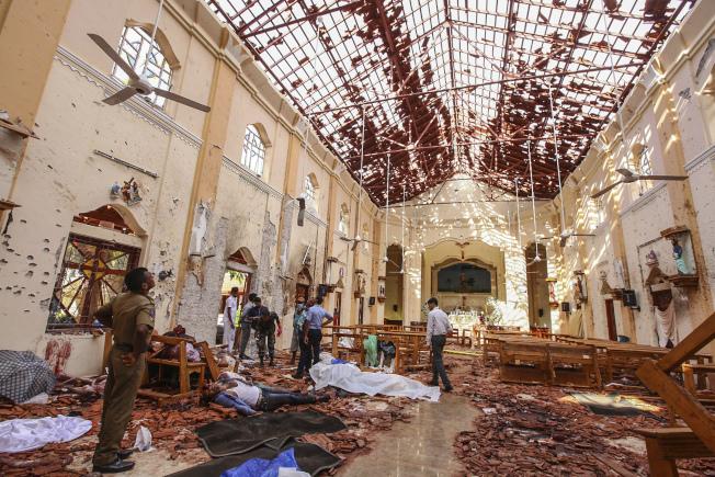 聖塞巴斯提安教堂的屋頂被炸出大洞。(美聯社)