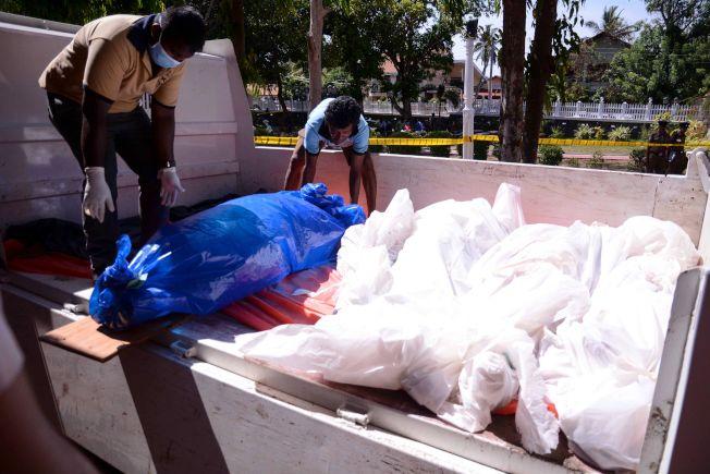 不幸遇難的教徒屍體陳列在聖塞巴斯提安教堂外。(Getty Images)