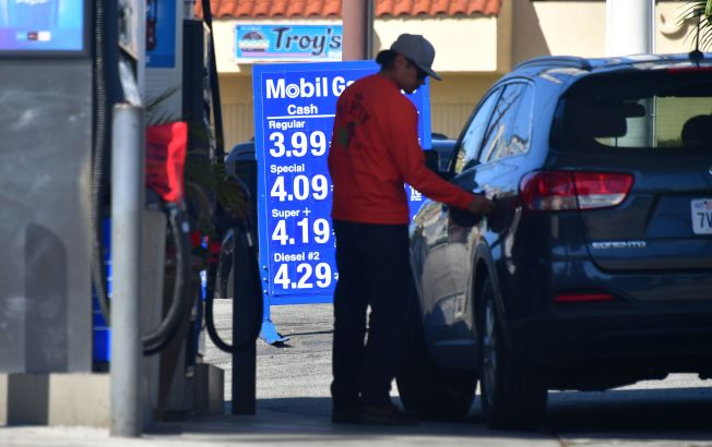 分析顯示,星期五、六、日是加油最昂貴的三天。(Getty Images)