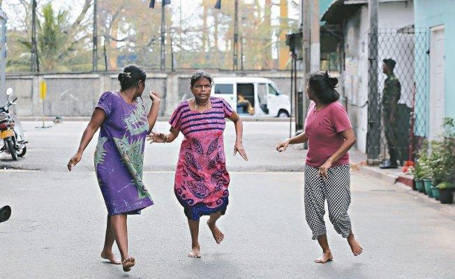 斯里蘭卡可倫坡聖安東尼教堂附近一輛廂型車22日爆炸。 (美聯社)