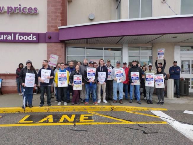 新英格蘭最大連鎖超市Stop & Shop與工會員工21日晚達成臨時協議,22日結束罷工、開始恢復正常營業。(取自UFCW本地1445工會臉書)