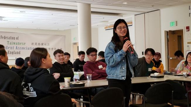 與會的各校台灣學生會會長和代表自我介紹。(記者唐嘉麗/攝影)