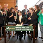 紐約州長葛謨簽法禁用塑膠袋 全美第二州