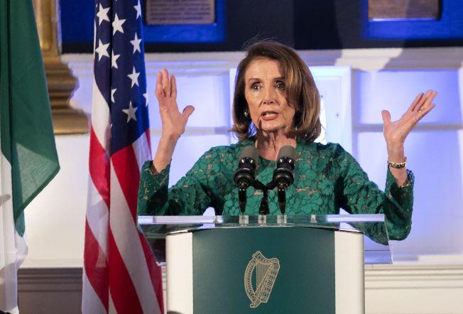 民主黨眾院議長波洛西與黨團密會,辯論是否要啟動彈劾川普總統的戰略。她仍表示不值得浪費時間。(Getty Images)