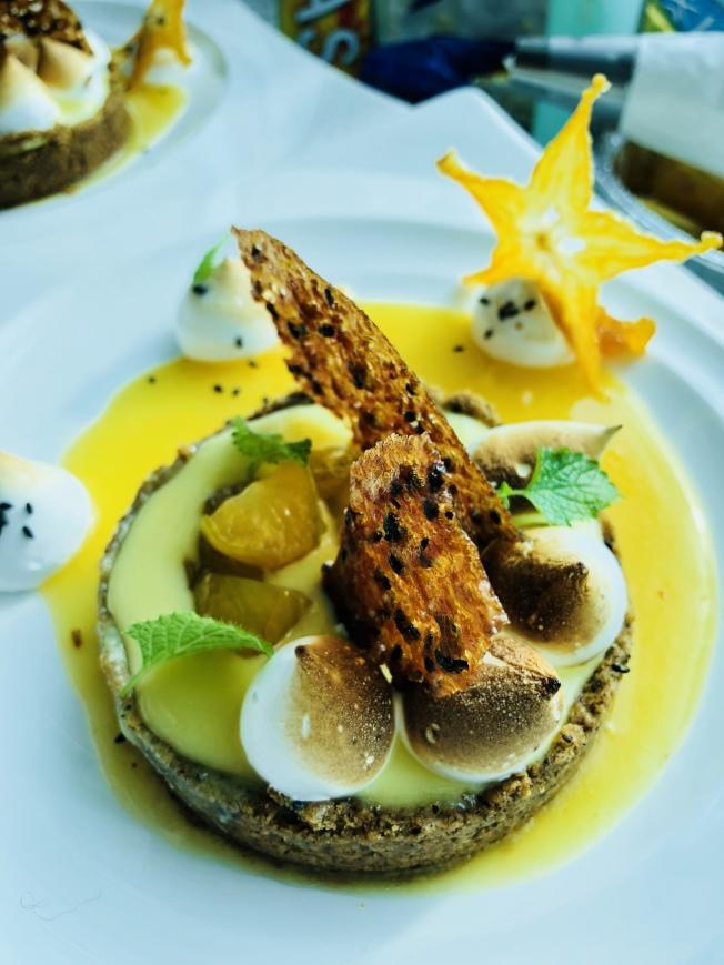 製作創意美食一直都是王凱傑喜歡做的事,圖為王凱傑製作的楊桃水果塔。(王凱傑提供)