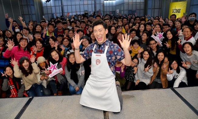 「廚神當道」第八季播出後,王凱傑優異表現大受歡迎,圖為王凱傑與粉絲見面。(王凱傑提供)