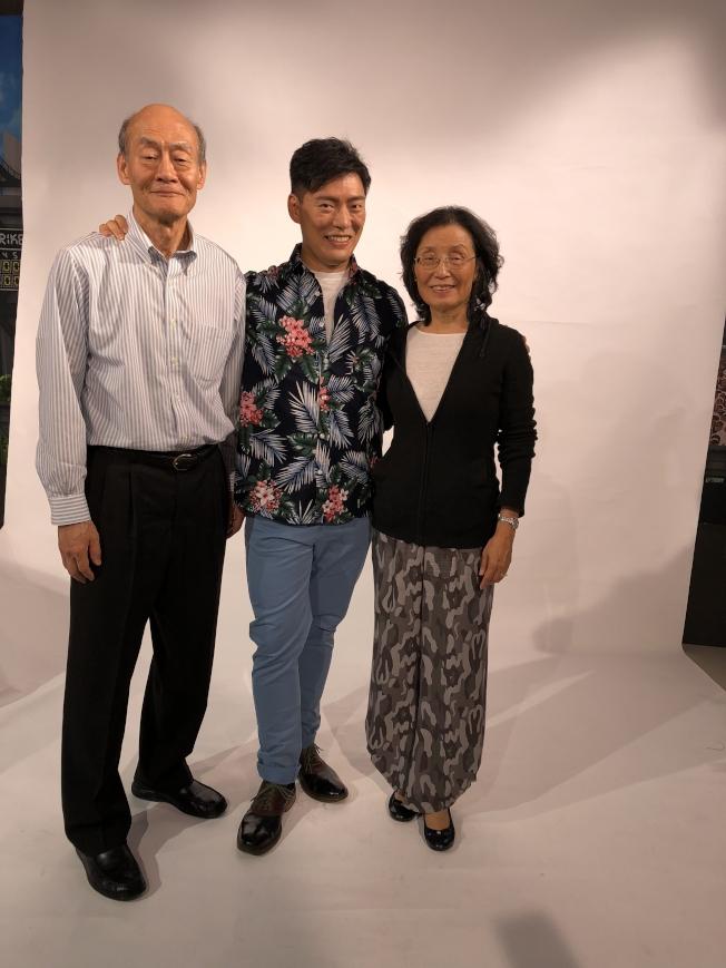 王凱傑帶著父母一起回到台灣,圖為王凱傑與父母合影。(王凱傑提供)