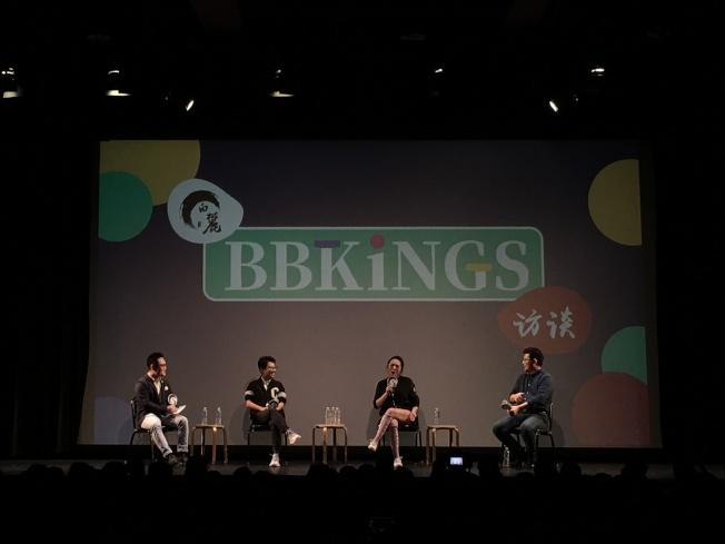 邱晨(左二起)、馬薇薇與黃執中在脫口秀表演後進行嘉賓訪談。(記者張晨/攝影)