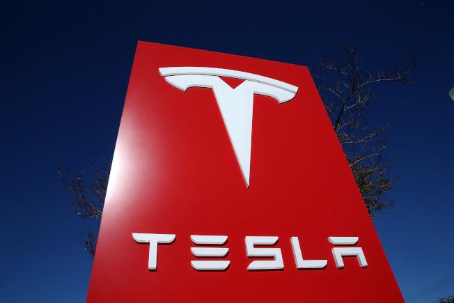 Tesla執行長馬斯克表示,他們的電動車年底前可實現完全自動化的目標。(Getty Images)