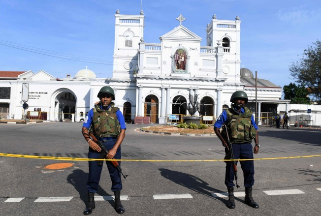 斯里蘭卡保安人員在可倫坡聖安東尼教堂附近守衛。Getty Images