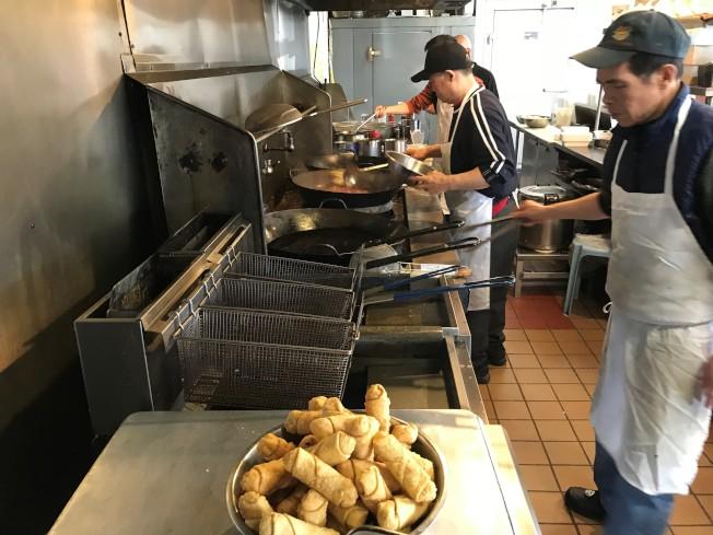 中餐外賣近年競爭激烈,加上人工成本飆漲,利潤越來越低。(特派員黃惠玲╱攝影)