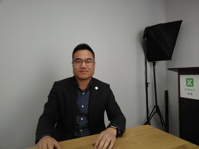 Kent周說,華人新移民喜歡創業,要做一份自由的工作。(韓傑/攝影)