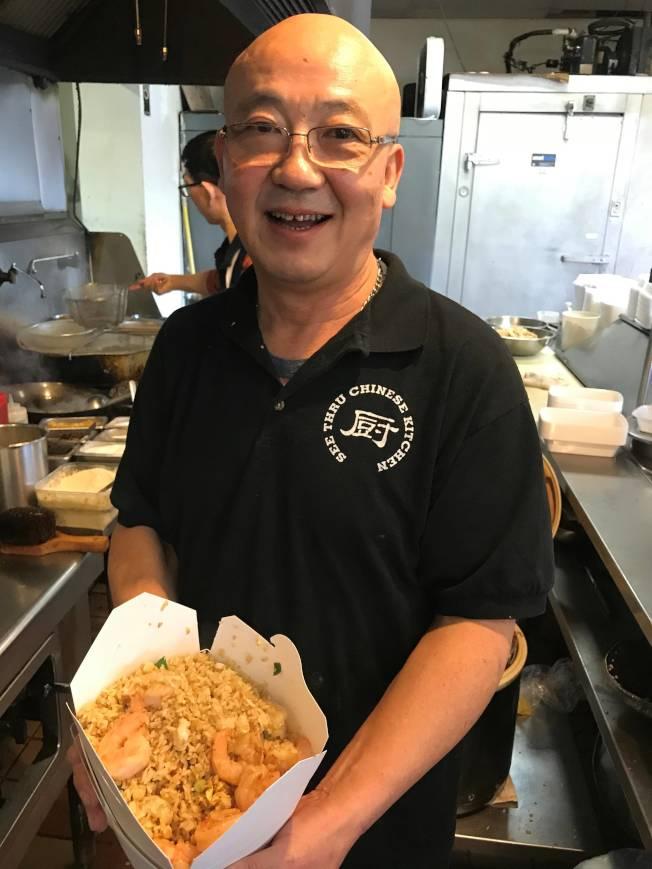 西方顧客不吃松鼠魚,就愛馬振偉的炒飯。(記者黃惠玲╱攝影)