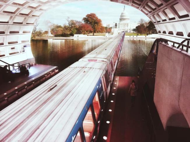 通過Photoshop把地鐵站的照片和此前到各地旅遊拍的風景照進行二次創作,弗里德爾作品中通往國會山莊的華府地鐵。(弗里德爾網站)