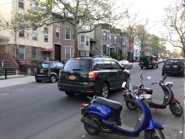 一名男子日前在8大道住宅區企圖偷車被捕。(記者顏潔恩╱攝影)