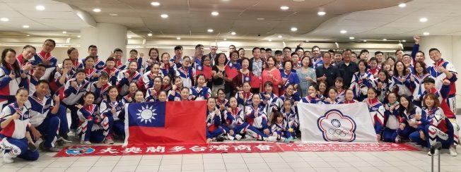 世界啦啦隊錦標賽 中華隊抵奧蘭多 僑胞熱情接機