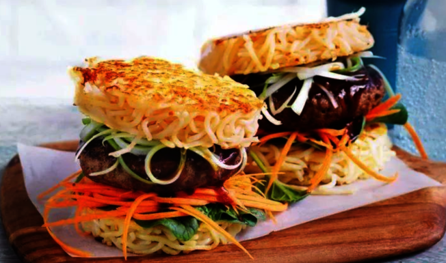 Smorgasburg市集捧紅了拉麵漢堡。(取自官網)