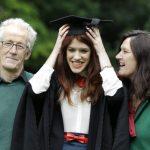 大學文憑不值錢? 英國調查:大學畢業生待遇較豐厚
