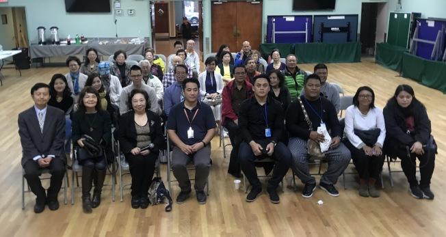 林光亮(前排右四)表示,希望通過「織羅之羽」探討阿美族文化的傳承;左一為張書豹、左三為方秀蓉。(記者牟蘭/攝影)