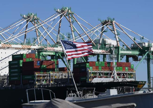 中方同意清理出口補貼,美中貿易談判有望達成協議。圖為美國加州長堤港的貨櫃碼頭。(Getty Images)