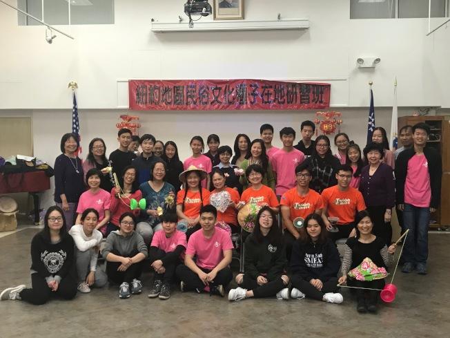 海外民俗文化種子教師在地培訓班27日在法拉盛舉行,吸引40餘名師生參與。(主辦方提供)