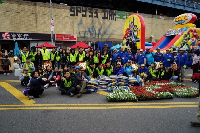 華埠共同發展機構慶地球日,環保教育與遊藝並行。(華埠商業改進區提供)