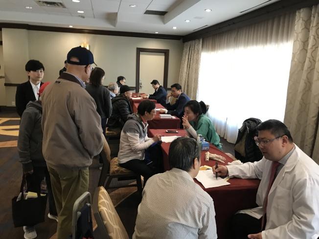 免费健康资讯及服务活动吸引超过百位民众参与。(记者牟兰/摄影)