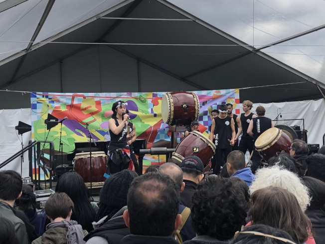 日本鼓团在舞台上带来精彩表演。(记者颜洁恩/摄影)