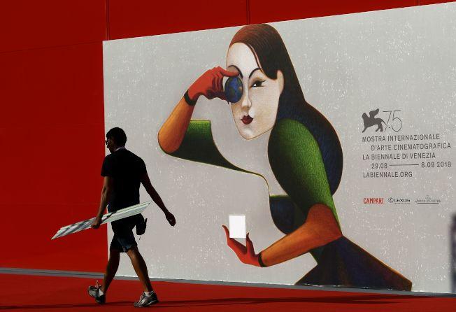 研究指出,女性領銜主演的電影,票房超越男性主導的電影。圖為義大利威尼斯影展的海報。(Getty Images)