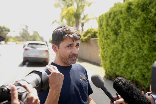 退伍軍人史都華(Oscar Stewart)28日接受媒體訪問,說明27日當天在會堂內勇敢面槍手,大聲斥責,呵退槍手。(Getty Images)