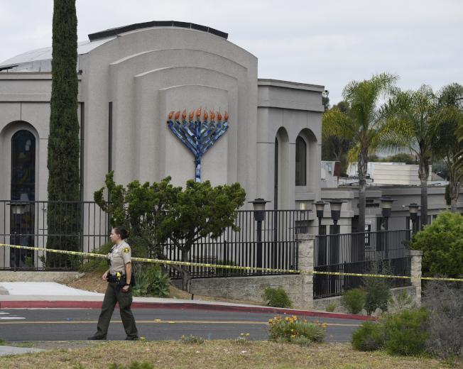 逾越節的最後一天,加州聖地牙哥波威市的這家猶太會堂27日上午發生仇恨犯罪,造成一死三傷。(美聯社)