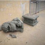 種族偏見?費城華埠學校石獅被砸