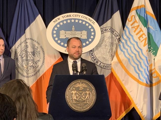 市議會將於5月1日召開聯合公聽會探討紐約市公校隔離的現狀,張晟呼籲關切公校教育的市民踴躍參加。(記者和釗宇/攝影)