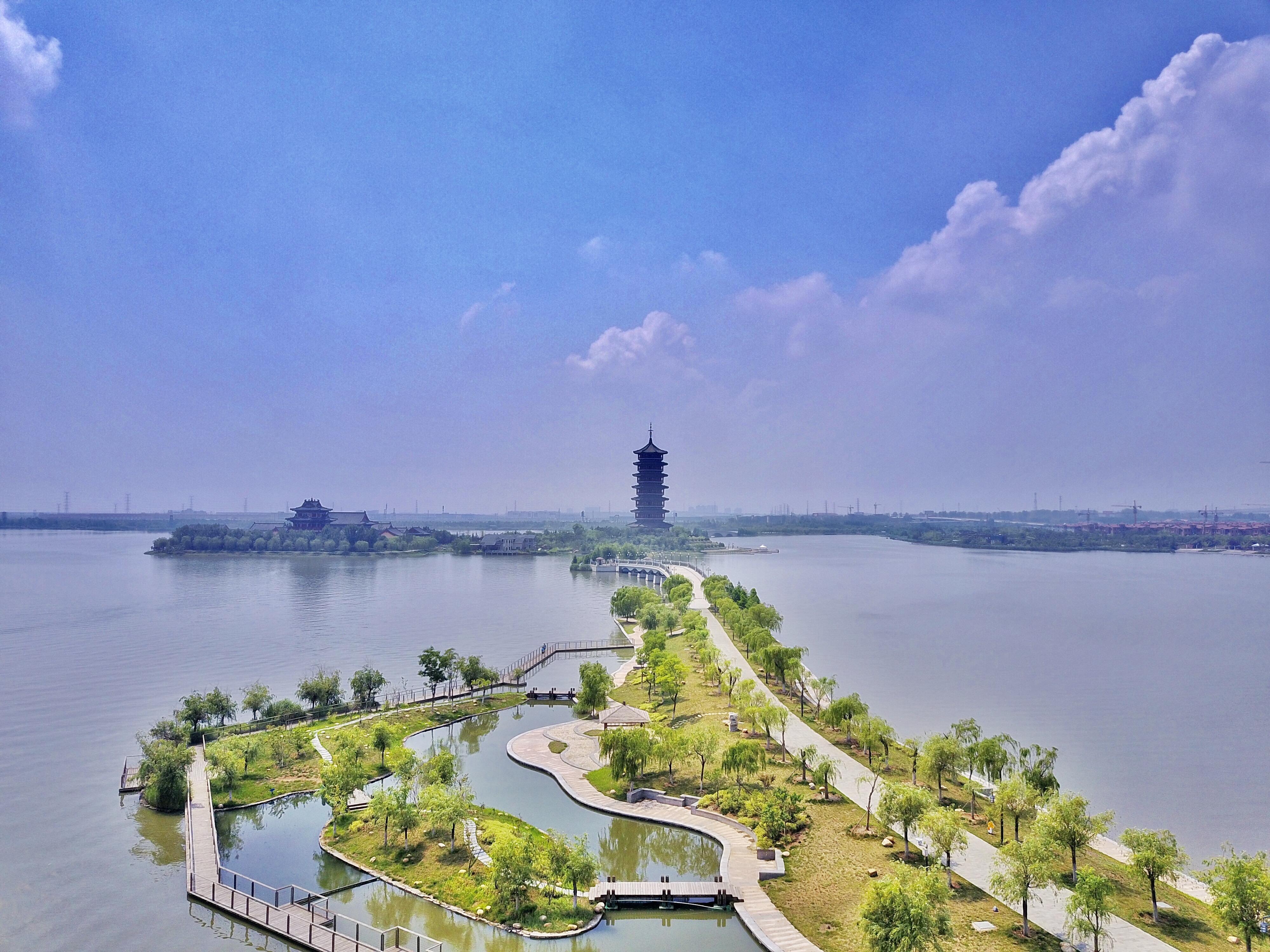 居高臨下,膠州灣風光淨收眼底。