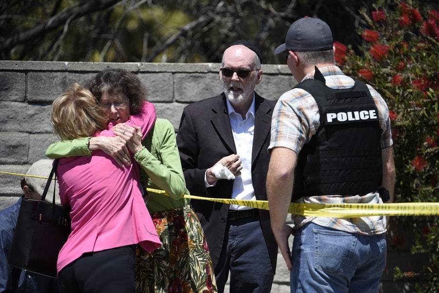 聖地牙哥以北25哩的波維(Poway)猶太教會堂發生槍案,多人受傷。(美聯社)