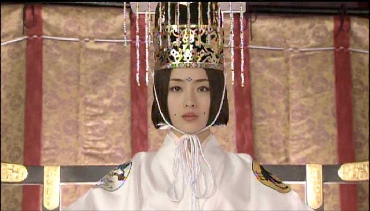 石原聰美飾演的孝遷天皇。(取自劇照)