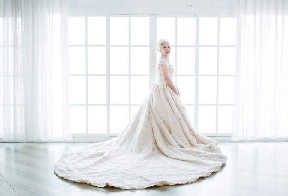 網友曬出80歲爺爺奶奶的婚紗照,被網友讚爆「太美」。圖擷自/《爆廢公社二館》
