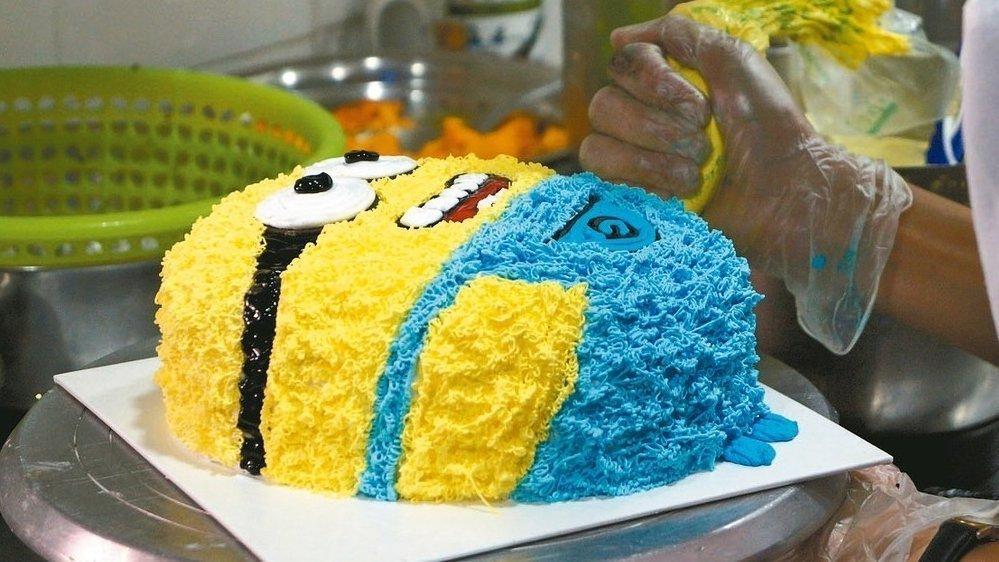 充滿奶油的生日蛋糕。 記者林以君/攝影