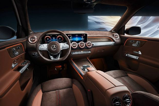 內裝包括雙10.25吋螢幕集合而成的MBUX系統介面、科技風格強烈的渦輪冷氣出風口等。(Mercedes-Benz)