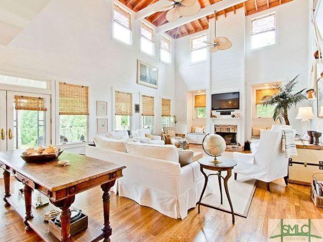 這棟房屋的重大賣點是有近三英畝的大院。(Realtor)