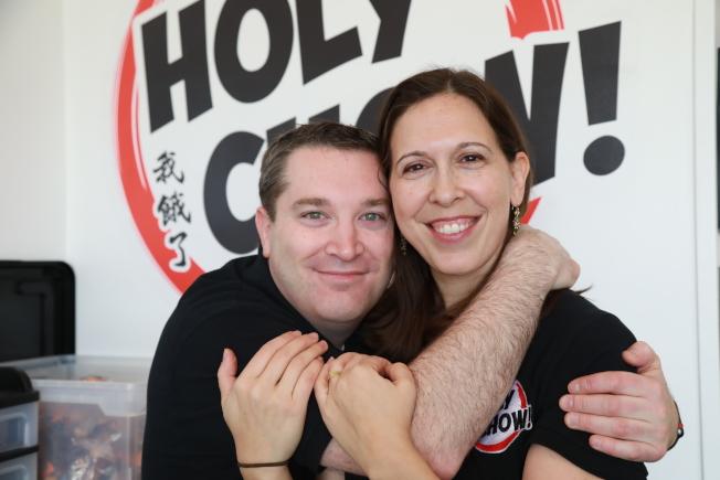 猶太夫婦阿米和麗芙卡開在銀泉鎮開kosher中餐外賣,阿米(左)是軟體工程師,麗芙卡也是多年的財務規畫師。(記者羅曉媛╱攝影)