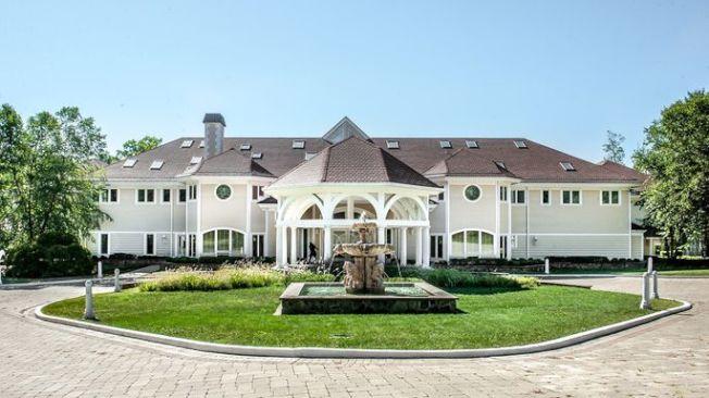 這棟超大住宅有19間臥室、19間浴室和16間半浴室。(Realtor)