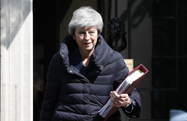 英國首相梅伊為華為案開除國防大臣 脆弱政府再受震